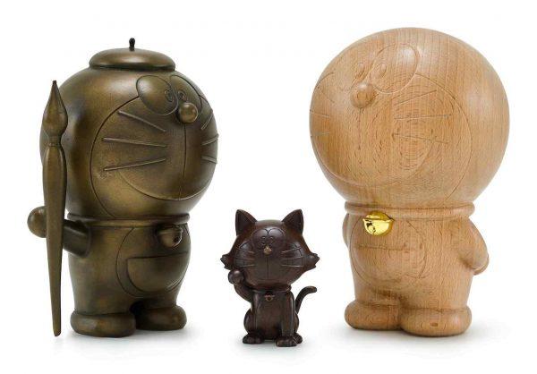 Lot-45_Doraemon-Cast-Bronze-Sculpture-and-Lucky-Cat-Sculpture-Doraemon-Stand-By-Me-Wood-Sculpture