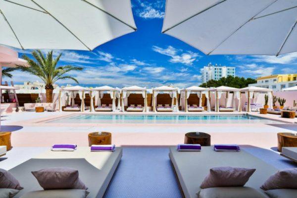 paradiso-ibiza-art-hotel-is-reminiscent-of-miami-art-deco-architecture-09-770x513