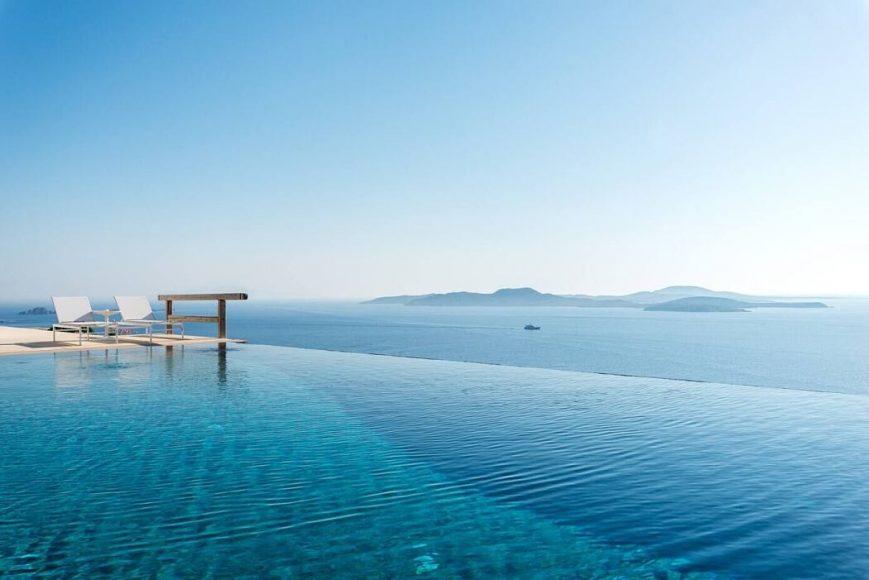 002-infinite-blue-villa-mykonos-architects-1050x701
