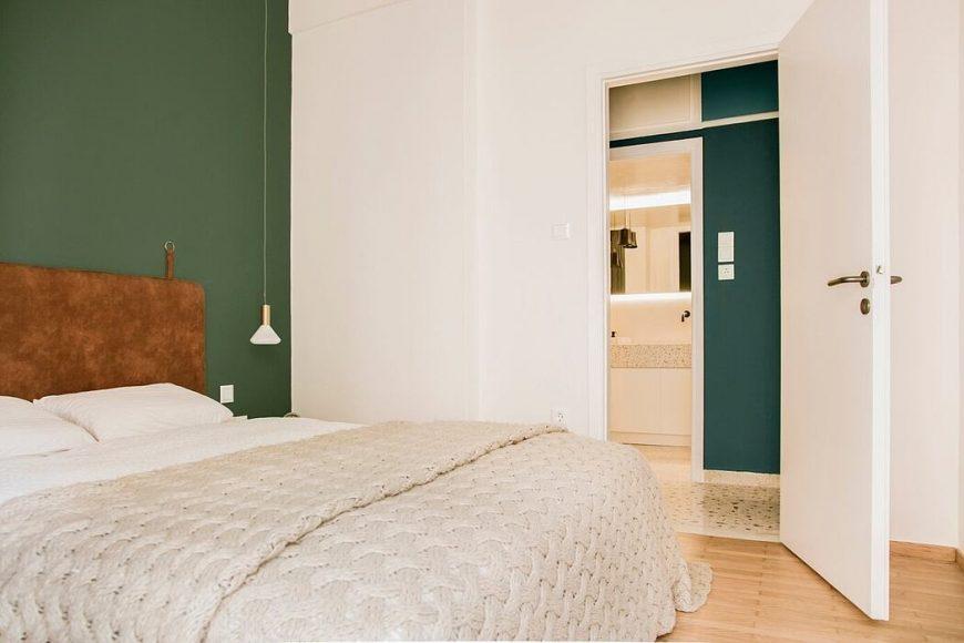 012-1977-apartment-athens-evelyn-chatzigoula-1050x700